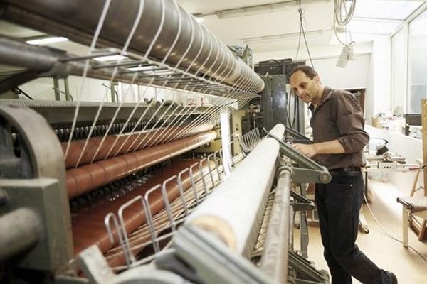Công nhân tại xưởng dệt