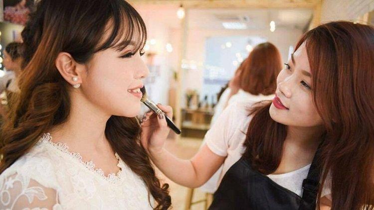 Cách làm giàu nhờ nghề trang điểm (make-up)