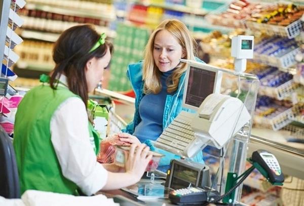 Nhân viên bán hàng tại siêu thị